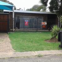 4 slaap kamer 2 bad kamer huis te huur in Rietfontein Pretoria  R12000.00 P/m + Kom.