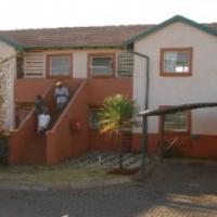 Weltevreden Park Kingston Village 2bedroomed unit to let for R4800 dbl carport