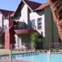 Ferndale 1bedroomed loft unit to let for R5150 pool and carport