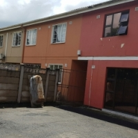 VERY NEAT 3 BEDROOM CORNER DUPLEX IN RYDALVALE, PHOENIX
