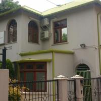 8bedroomhouse