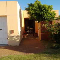 Bedroom to rent in Parklands