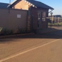 Very neat 2 bedroom, 1 bathroom and single garage townhouse to rent