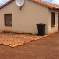 Empty neat ready for occupation house at Protea Glen Xtn27