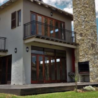 LUXURIOUS  3 BEDROOM HOUSE IN THE ISLANDS ESTATE - HARTBEESPOORT