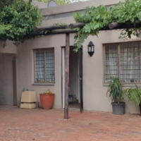 Large house with cottage to rent in Sandton