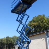 CHERRY PICKERS - GENIE GS2668 10M DIESEL SCISSOR LIFT FOR SALE
