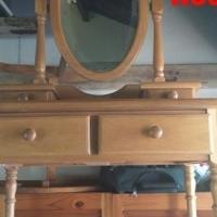 Small oak dressing table