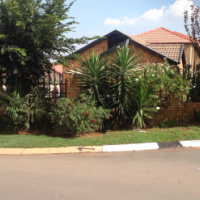 Empty neat 3 beds at Grobbler Park Roodepoort