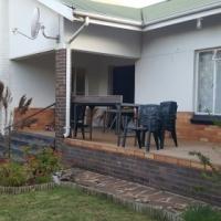 neat 3 bedroom family house Dan Pienaar Pet Friendly Bloemfontein