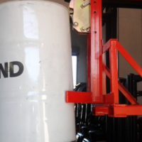 MOVE YOUR DRUMS WITH A NEW DRUM ATTACHMENT (SUITABLE FOR STACKERS AND FORKLIFTS)