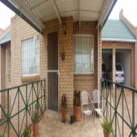 Chancliff 2 x bed Cluster * 2 x Bath * 2 x garages R975 000