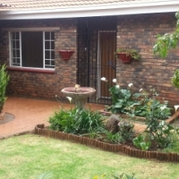 Townhouse, in Birchleigh, Call after 09h00 daily 0824909391 3x Beds, 2x Bath, D/garages, Lappa etc