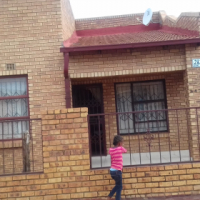 House for sale in Winnie Mandela cash only.