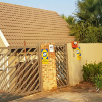 A beautiful cosy garden cottage for rent in Heuweloord, Pretoria.