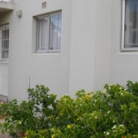 For Sale: Neat one bedroom ground floor flat in security complex in Paarl South near Paarl Mall.