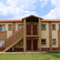 Protea Glen 2bedroomed townhouse to let for R3850 newly renovated, bathroom, kitchen, lounge