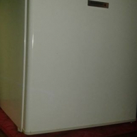 60L bar fridge Kelvinator for sale.