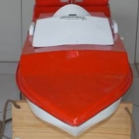 DM Craft bait boat in excellent condition with 2.4 ghz flysky fst4b remote plus battery for boat