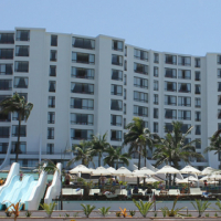 Luxurious gold crown accomodation on umhlanga beachfront at the Breakers during April school hols