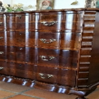 Beautiful Mahogany or Walnut Chest of 4 Drawers.