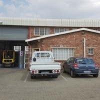Mini factory / warehouse to let in secure business park.