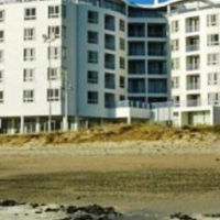 STUNNING STUDIO SEA/MOUNTAIN VIEWS -SUPER EASTER WEEKEND SPECIAL ON BEACH RD STRAND.