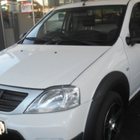 2016 White Nissan Np200 1,6 engine