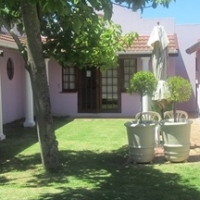 PINELANDS - FULLY FURN. & EQUIPPED QUALITY APARTMENT / TOWN HOUSE TO LET