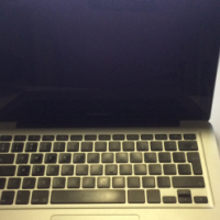 MacBook Pro 13 i5 2.5 4gb ram 500 gb drive