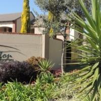 2 Bedroom Townhouse to Rent in Mooikloofridge Estate