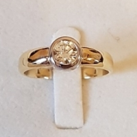 Gold Tube Set Solitaire Diamond Ring