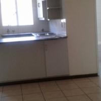 Randburg Bordeaux open plan bachelor flat to let for R3175 near the taxi rank