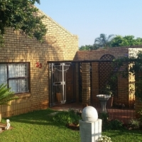 Lovely houe with spacious garden for sale