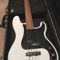 Squier P Bass / PJ Bass with Hard Case
