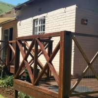 WATERVAL BOVEN. 3 BEDROOM HOUSE WITH 2 BATHROOMS PLUS 1 BEDROOM FLAT. R3400 PER MONTH.