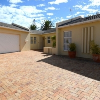 Immaculate Home of Distinction Plus Large Beautiful Flatlet with Separate Entrance!