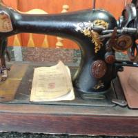 Vintage (1910) Singer sewing machine for SALE