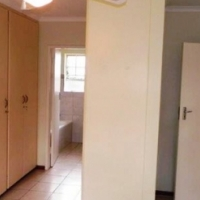 A spacious house with three bedrooms in Rooihuiskraal to rent
