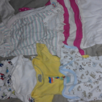 Baby girl clothes (0-3 months), baby duvet and receiver blankets