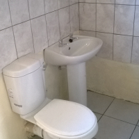 Outside room with own bathroom to rent (R850.00 pm water & elec incl)