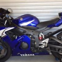04  Yamaha  r6 600cc for sale needs to go asap beautiful bike