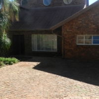 5 Bedroom home in Garsfontein