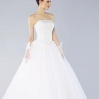 White wedding dress in size 32-24 or 8-10 by Hollywood designer Oleg Cassini for sale.