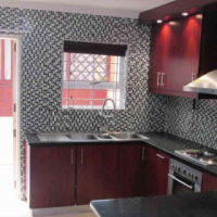 SPACIOUS 5 BEDROOMED CORNER FAMILY HOME SITUATED IDEALLY ON RAATS DRIVE, TABLE VIEW.