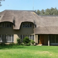 Beautiful 4 bedroom thatch house to Rent in Endicott