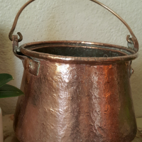 Solid copper pot with bail handle