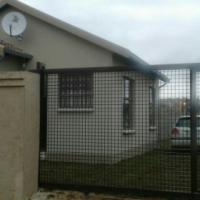 Empty house in Fleurhof to LET