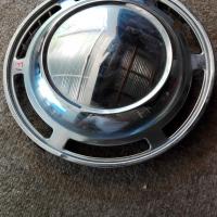 Datsun 2400: hub cap