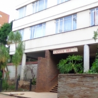 Investor's Dream – 5 bedroom Flat in Muckleneuk for Sale – R 530 000